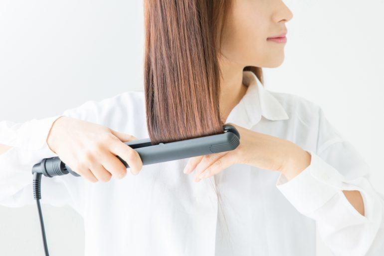 【美容師直伝】髪の広がりを抑える方法を効果があるものだけご紹介!