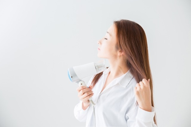【簡単にツヤツヤ髪】ドライヤー以外の方法も!?専門家が正しい乾かし方教えます!