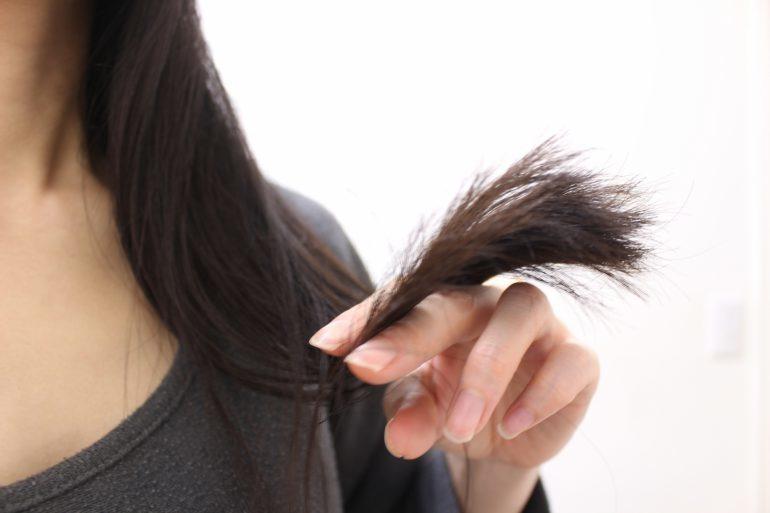 【対策15選】髪がきしむ原因はキューティクルにあり!さらさら手触りの良い髪を手に入れるための方法教えます