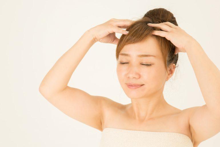 頭皮のコリはコレで解決!簡単なほぐし方とコリの原因を教えます